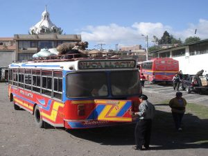Bus naar Guamote, lokaal transport in Ecuador