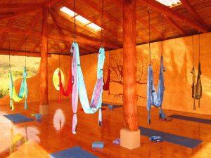 Air yoga klassen in Izhcayluma Lodge