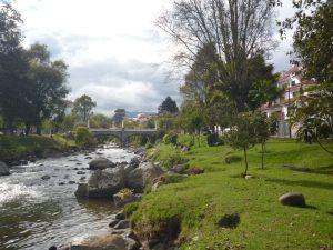 Rivier in Cuenca tijdens Ecuado reis