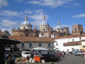 Uitzicht over Kathedraal in Cuenca Ecuador